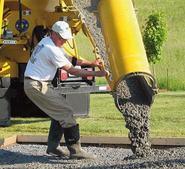 Видна мелкая фракция – щебень для бетона должен быть определенного размера.