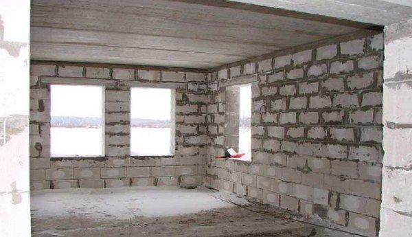 Возможность строить быстровозводимые дома в холодных районах – сразу два преимущества газобетона