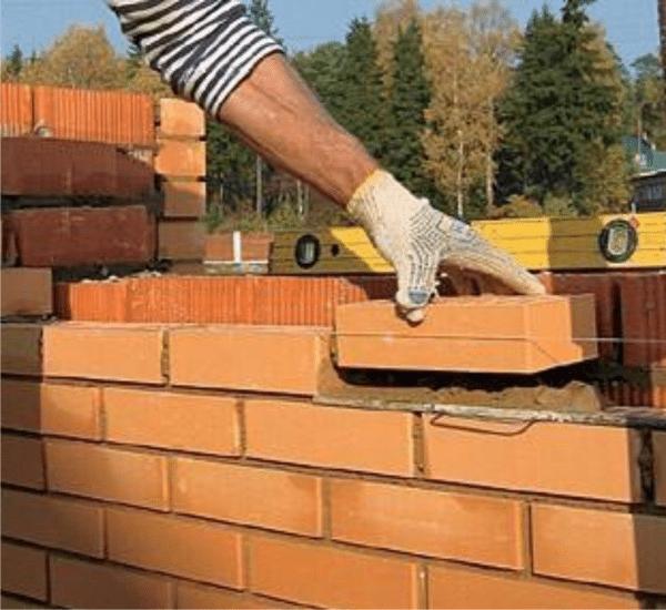 Возведение кирпичной стены