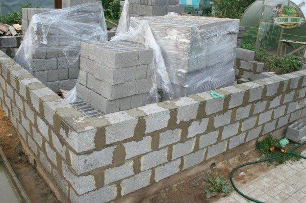 Возведение стен из керамзитобетона
