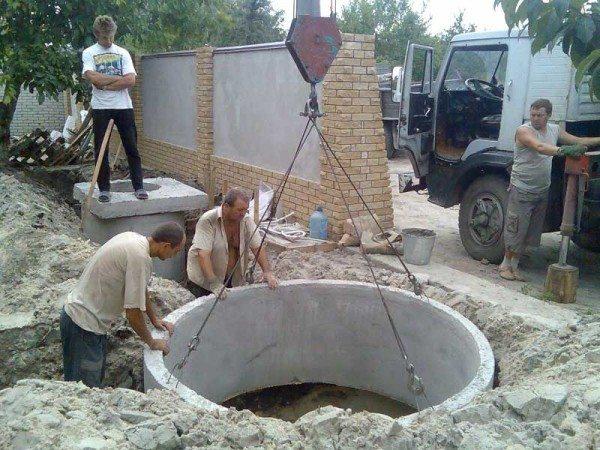 Все бетонные изделия имеют довольно большой вес, а значит, для их транспортировки и последующего монтажа может понадобиться специальная техника