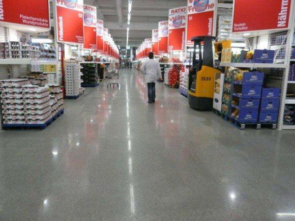Вы наверняка сталкивались с отполированным бетоном в супермаркетах.
