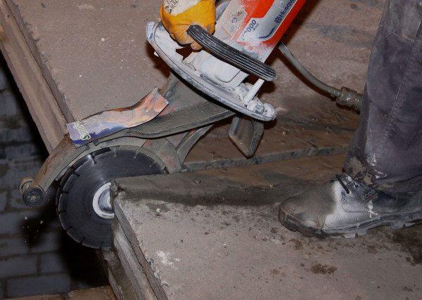 Вырезание проемов в бетоне алмазным кругом