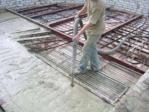 Высокая подвижность состава позволяет при его монтаже использовать специальные станции или применять более практичные методы подачи на высоту