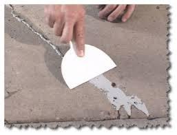 Заделка трещин в старой стяжке или плите перекрытия