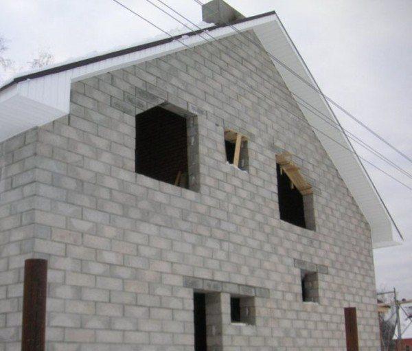 Загородный дом, возведенный под усадку