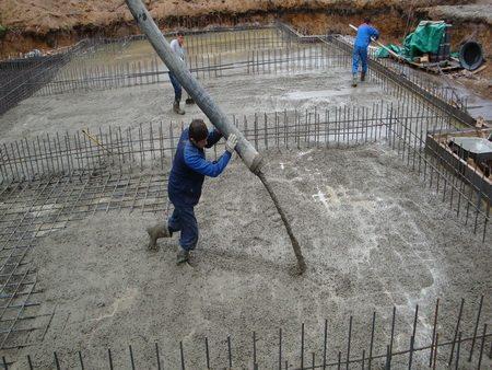 Заливка бетона в монолитном строительстве