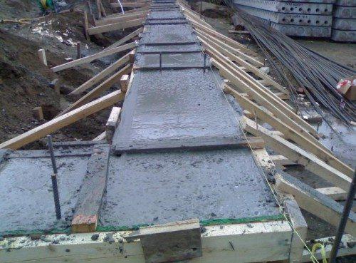 Заливка фундамента с учётом веса будущих стен