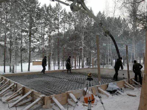 Заливка монолитной плиты в зимний период.
