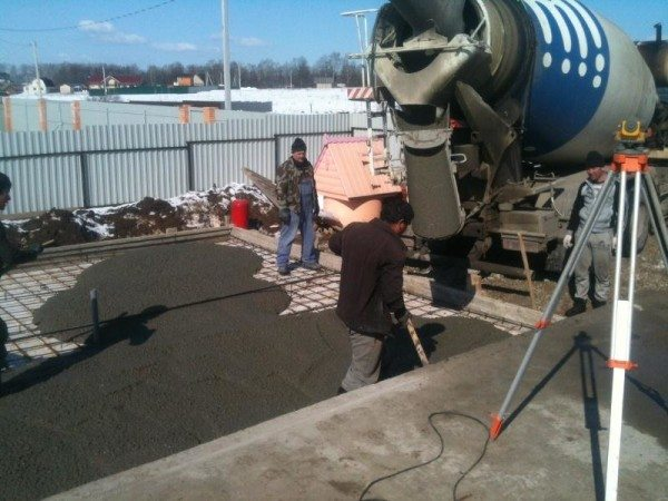 Заливка привозного бетона