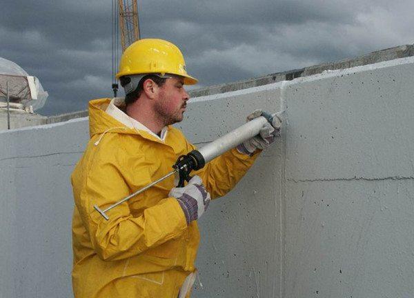 Заполнение межплитных швов полимерными герметиками