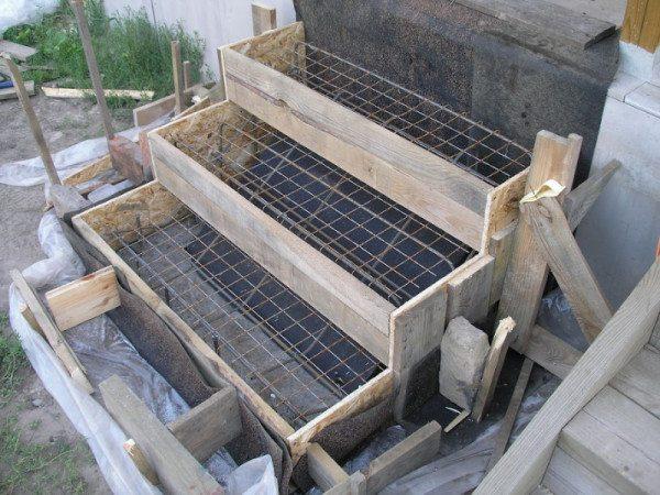 Здесь показано внутреннее устройство крыльца из бетона